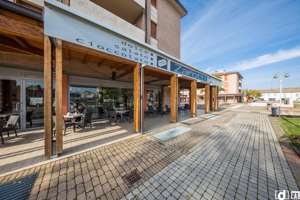 Uffici e negozi a pilastro doser real estate services for Piani di garage con deposito rv